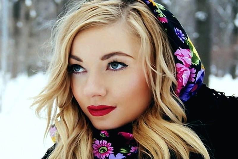 ragazza-russa-san-pietroburgo-folklore.j
